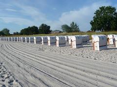 9.  8.      2013 001 morgens 6,50 uhr (derbeobachterr) Tags: strand sand parade strandkorb morgens scharbeutz weis ruhe ostseebad ostseekste ostholstein bachstein