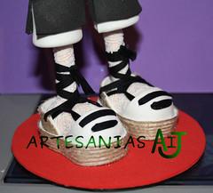 Fofucha alpargatas baturro (Artesanias AIJ) Tags: recuerdo regalo artesania baturro regionales manualidad gomaeva jotero fofucha