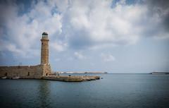 Rethymnon's lighthouse (fmf_mf) Tags: sea lighthouse port canon faro puerto boat mar mediterranean barco fishermen powershot creta greece grecia crete bateau phare mediterráneo pescadores rethymno méditerranée rethymnon crète g15