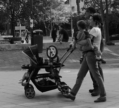 El Extenuante Deporte del Ciclismo (Diógenes ;)) Tags: familia bicicleta paseo niño ruedas llantas andar aprender cuidado montar carriola