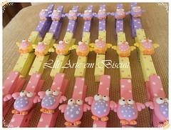 Pregadores Corujinha (Lili Arte em biscuit) Tags: rosa amarelo biscuit coruja lápis lilás prendedor grampo aplique fecha pregador corujinha ponteira