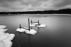 Bomstad in mono (- David Olsson -) Tags: longexposure winter blackandwhite bw lake seascape cold ice water monochrome clouds landscape mono frozen nikon cloudy sweden outdoor january freezing structure karlstad le bluehour grayscale fx grad vr vnern januari highiso d800 vrmland 2014 1635 svartvit ndfilter blackglass svartvitt 1635mm lakescape gnd smoothwater leefilters ironpipes lenr boms