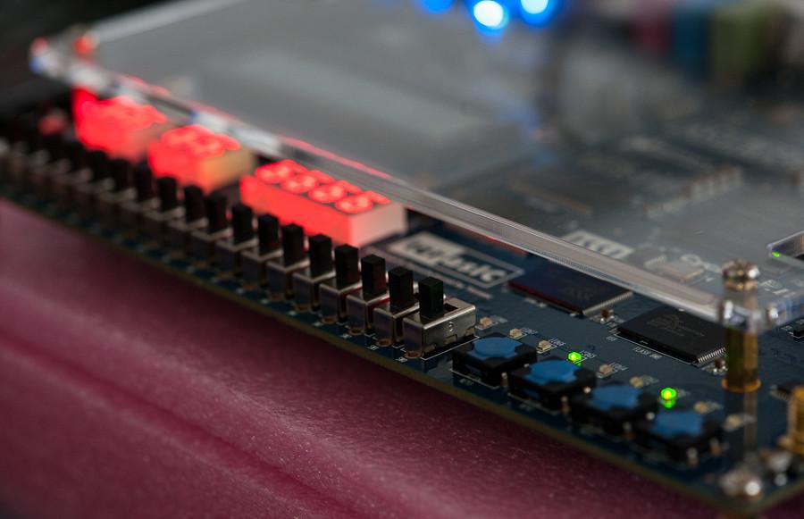 FPGA programming at kwartzlab 064