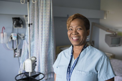 Female Nurse Smiling inside Hospital Room / Infirmière souriante dans une chambre d'hôpital