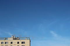 Tchou Tchou (Mademoiselle N) Tags: sky cloud building smoke bleu ciel nuage immeuble chemine fume