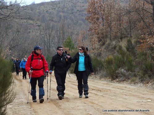 MARCHA-371-los-pueblos-abandonados-valle-de-aravalle-avila-senderismo (27)