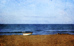 La barca 16-6-16 (Montse;-))) Tags: textura mar barca playa arena cielo