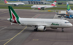 Alitalia Airbus A320 EI-DSY (robdsn) Tags: airbus schipol ams alitalia a320
