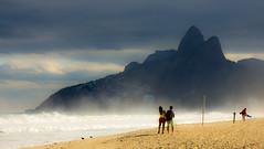Sunday stroll on Ipanema (Marijn Willemse) Tags: sea brazil beach berg riodejaneiro strand dark vakantie sand waves walk zee spray bergen hazy stroll ipanema brazili golven zuidamerika latijnsamerika
