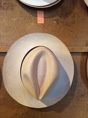 """Quito: un chapeau panama, le célèbre chapeau d'Equateur et non pas du Panama <a style=""""margin-left:10px; font-size:0.8em;"""" href=""""http://www.flickr.com/photos/127723101@N04/27442674455/"""" target=""""_blank"""">@flickr</a>"""