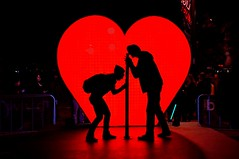 Couple Silhouette (Explore) (missgeok) Tags: lighting art love beautiful fun couple heart candid sydney australia circularquay event romantic redheart artinstallation loveheart lightsandcolours vividsydney2016 aladyandaman shoutiloveyou
