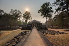 The gate (Adrien Marc) Tags: krongsiemreap siemreap cambodge kh angkor baphuon baphon sun pathway perspective