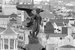 Noche de San Juan desde el cielo (garciaprieto2013) Tags: escultura angel ngel madrid espaa spain tejados roofs azoteas rooftops atardecer sunset arteconsentido