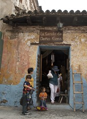 la tienda de colores (Pejasar) Tags: icecream woman bag umbrella boy girl latienda children store