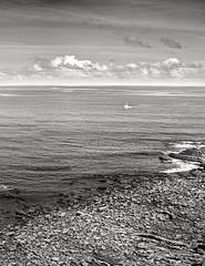 Solitario (mmontesfotografo) Tags: seascape sea landscapephotography landscape blackandwhite blancoynegro monochrome monocromo naturephotography nature natural boats ngc costa basque europa europe euskadipaisvasco