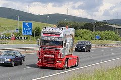 L19 WHM - WH MALCOLM - BRAVEHEART - SCANIA 580 V8 (GAZ SELLERS) Tags: show movie lights scotland king malcolm melgibson william mel brookfield wallace gibson braveheart longshanks 580 m74 showstopper whmalcolm scaniav8