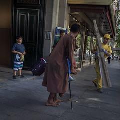 Urban scene (Julio Lpez Saguar) Tags: juliolpezsaguar madrid espaa spain calle street urban urbano gente people escena scene humano humanistic