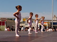 Da de la Danza (64) (calafellvalo) Tags: ballet girl youth dance fiesta child dancers danza folklore calafell tnzer nios tanz sitges baile flamenco garraf tanzen danser alegra roco juventud espectaculo danseurs costadorada calafellvalo rocieras esbarts danzadansabaileflamencoballetarmoniaolddancedancingbailarinas tanzmisik