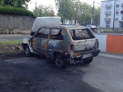 Fiat Panda I incendiee AT 604 NG - 23 mai 2013 (Rue Jean Bouin - Joue-les-Tours) (Padicha) Tags: auto new old bridge france water grass car station electric truck river french coach ancient automobile eau indre may police voiture ruine cher rest former 37 nouveau et loire quai franais nouvelle vieux herbe vieille ancienne ancien fleuve nationale vehicule lectrique reste gendarmerie gazon indreetloire franaise pave nouveaut vhicule utilitaire restes vgtalise letramdetours padicha
