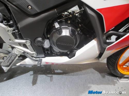 2014-Honda-CBR250R-07