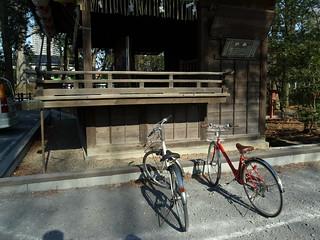 神楽殿横の自転車置場