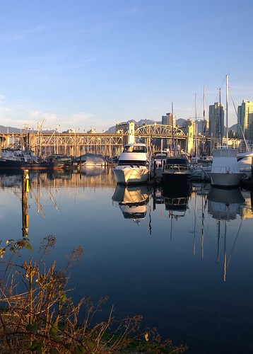 morning bridge light sea reflection vancouver marina boats golden harbour sunny seawall falsecreek inlet yachts burrardbridge