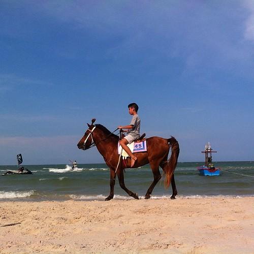 Praia em Hua Hin enquanto o visto da Karla não chega. #dakarla