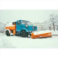 А на чем Ты, добираешься в снежную бурю?  http://alex-rybka.tumblr.com/  #ЖЭК #Контрактова #Winter #Snow #Kiev #Могилянка #Подол #Зима #Блогер #авто #техника #ковш #like4like