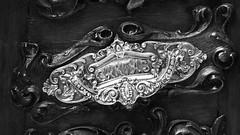 BANDEJA DE ENTRADA (kilezabala14) Tags: blancoynegro blanco argentina arquitectura y negro detalles bronce laplata puertas patrimonio buanosaires