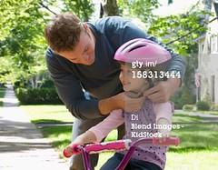 sicurezza in bici (quintaainveruno) Tags: fotografia protezione duepersone orizzontale 2529 caucasico 45anni uominigiovani