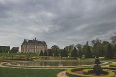 Le bassin du chateau (StephanExposE) Tags: cloud paris france flower tree castle nature fleur garden cloudy jardin chateau nuage campagne arbre iledefrance sceaux nuageux parcdesceaux exterieur stephanexpose