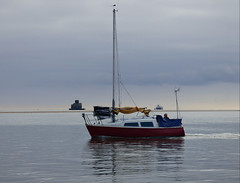 I say slowly does it (Peanut1371) Tags: sea boat sailing fort