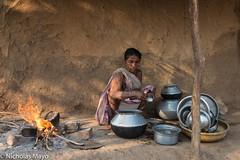 Sawar Gond Woman (Nick Mayo/RemoteAsiaPhoto) Tags: india hearth gond chhattisgarh bogla