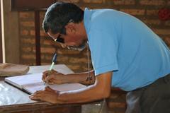 Irmo Raimundo se inscreve no livro dos visitantes guardado na capela do Eremitrio da Trindade 132 (vandevoern) Tags: brasil serra piaui altura silncio orao meditao floriano vandevoern landrisales
