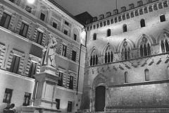 Notturno Siena (michele.palombi) Tags: siena toscana ilford 3600