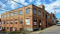 Building for lease (real00) Tags: city urban building brick landscape pittsburgh pennsylvania streetscene warehouse urbanlandscape rustbelt westernpennsylvania 2000s 2016 alleghenycounty 2010s pittsburghregion willreal williamreal bloomfieldpittsburghpa