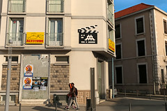 Clermont-Ferrand Est - Clermont-Ferrand (France) (Meteorry) Tags: street france men art facade europe pavement altitude spaceinvader spaceinvaders clr guys april invader rue invasion faade hommes auvergne clermont trottoir puydedme clermontferrand artderue 2016 clapperboard meteorry ruejeannedarc arturbaine invaderwashere auvergnerhnealpes clr33 avenuedelunionsovitique clapcin