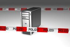 Computer mit Polizei-Band vorn und hinten (www.elbpresse.de) Tags: digital computer technology hacker antivirus polizei berwachung technologie nsa viren sicherheit