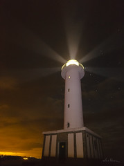 Gua nocturno (luiscimata) Tags: lastres luces estrellas faro luz noche nocturna paisaje landscape asturias mar sea ocano ocean airelibre