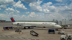 Delta Airlines MD88 N947DL (Anthony's Olympus Adventures) Tags: deltaairlines md88 md80 delta ind airport plane gate ramp aeroplane aircraft jet indianapolis indianapolisairport n947dl