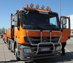 Actros (The Rubberbandman) Tags: auto tractor car truck germany mercedes benz outdoor duty semi lorry german rig vehicle trailer bremen heavy load freight transporter fahrzeug lastwagen lkw laster 2548 actros sattelschlepper