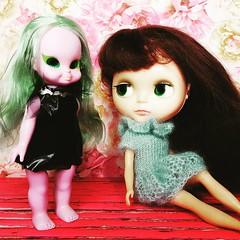 Anouk (in KHYdesigns) eyes up her witchy new friend  (endangeredsissy) Tags: blythe blythedoll 365blythe kennerblythe emeraldwitch vintagedoll
