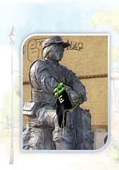 apolda16 (nadelhexe sigena) Tags: urban streetart germany deutschland thringen knitting handmade kunst crochet stadt apfel textileart glocke wolle stricken hkeln apolda uferpromenade guerillaknitting strumpf glockenstadt yarnbombing