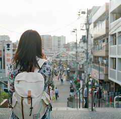 (ChCh Chen) Tags: life travel portrait girl japan tokyo back hasselblad wait  80mm