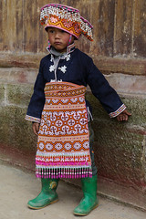 Where do I stand? (Rita Willaert) Tags: china tribal guizhou miao minority etnic anshun longhornmiao southwestchina minderheden villagelongga