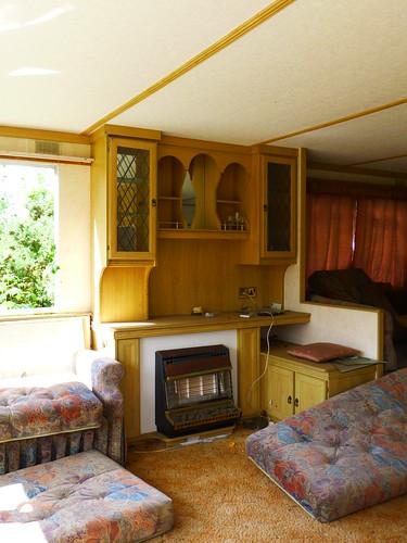 Abandoned caravan (P1000145)