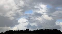 Himmel ber Brunsholm; Bergenhusen, Stapelholm (4) (Chironius) Tags: sky clouds germany deutschland nuvole himmel wolke wolken ciel cielo alemania nuage landschaft allemagne nube hemel germania schleswigholstein gkyz ogie pomie   niemcy bergenhusen   stapelholm pomienie szlezwigholsztyn