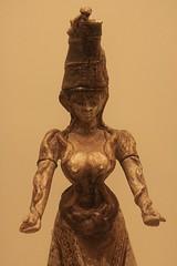 Heraklion : Muse archologique (Maillekeule) Tags: faience museum goddess musee crete idol snakes heraklion serpents deesse criti archeologique