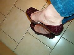IM006481 (grandmacaon) Tags: buffalo pumps highheels hautstalons lowcutshoes toescleavage