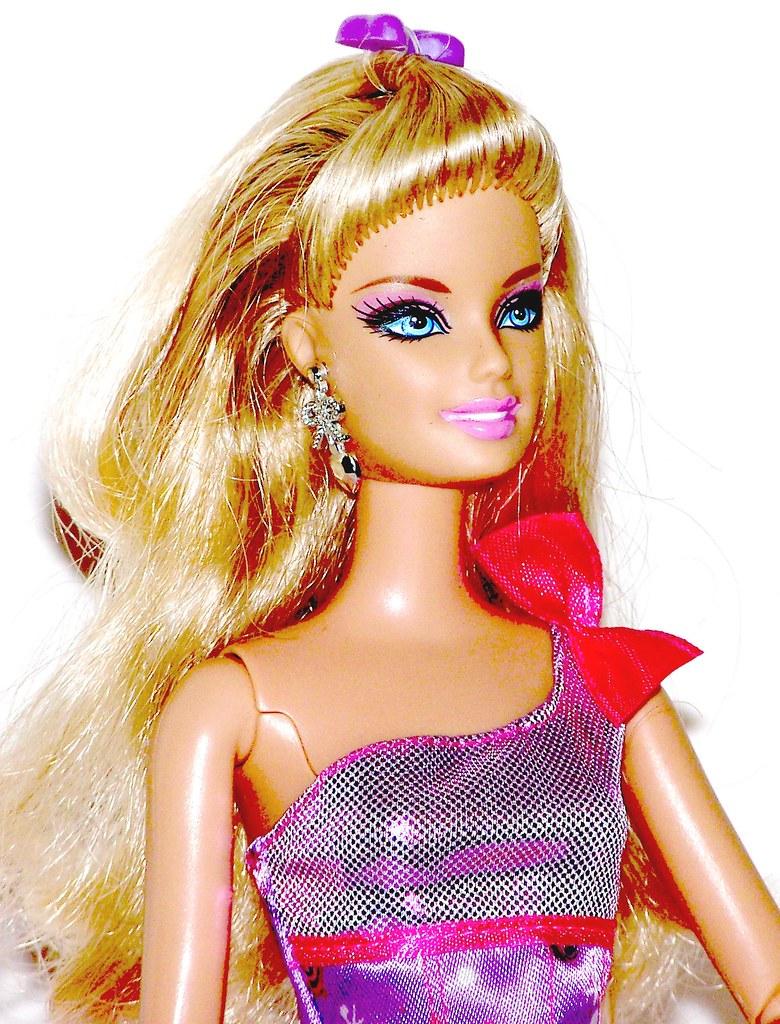 Barbie fashionistas in the spotlight glam doll 85